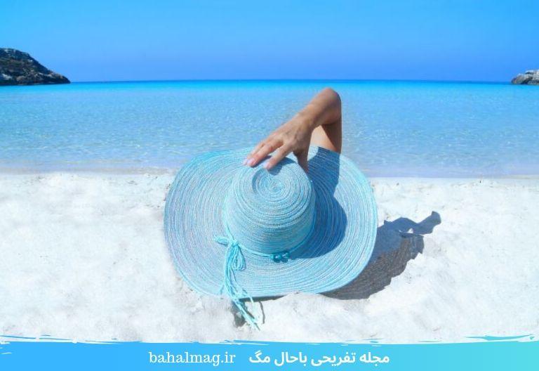 ساحل زیبا و دریای آبی رنگ
