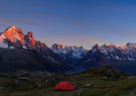 نمای زیبا از کوهستان