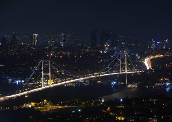 پل استانبول در شب