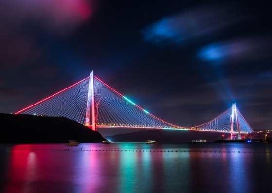 پل رنگی در استانبول