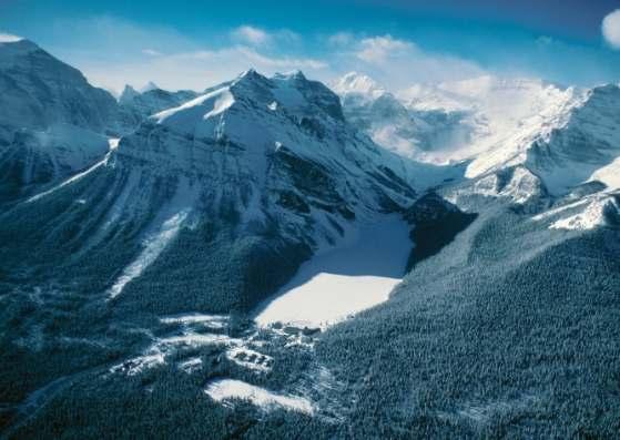 کوهستان برفی زیبا