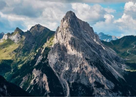 کوهستان زیبا و دیدنی