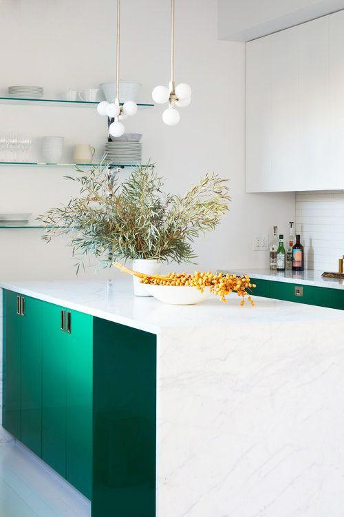 ترکیب رنگ دیدنی سبز و سفید مخصوص آشپزخانه