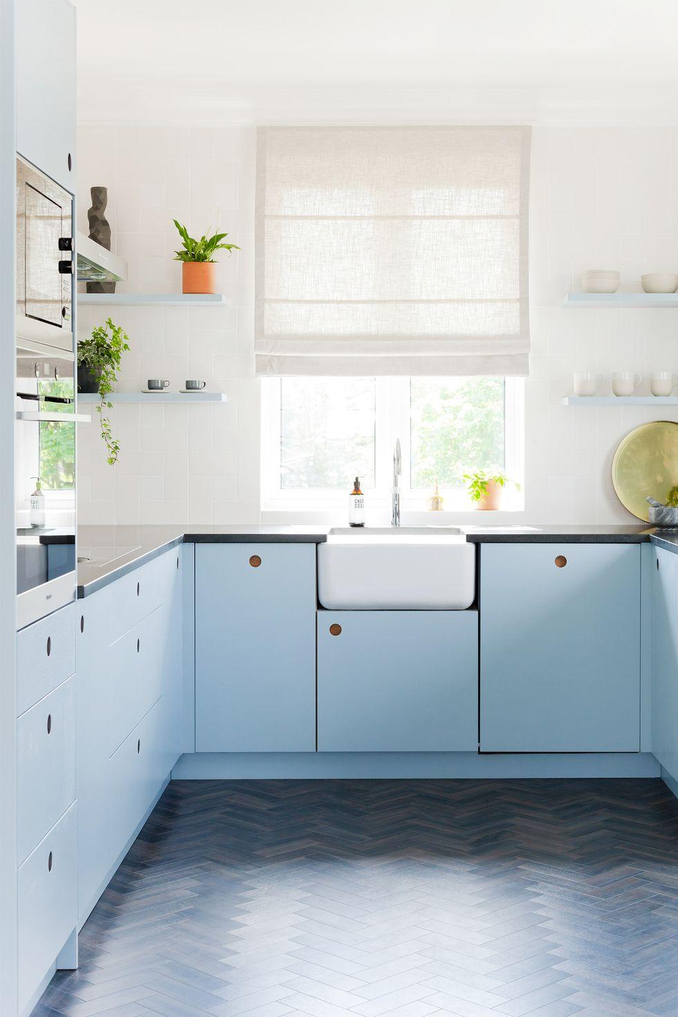 تم ملایم آبی رنگ زیبا برای آشپزخانه
