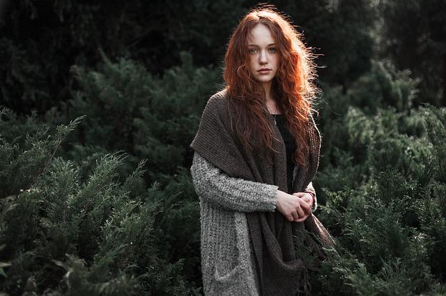 دختر با موهای قرمز برای پروفایل