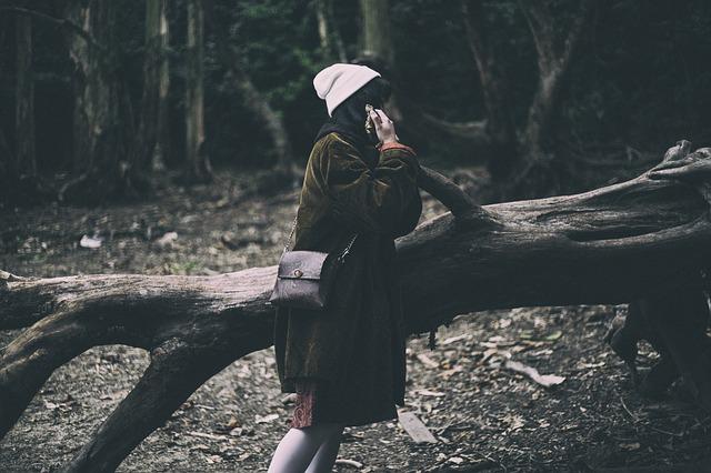 دختر در جنگل