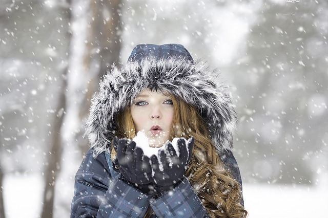 دختر زیبا در برف