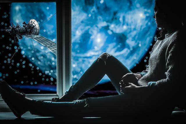 دختر کنار پنجره ی دنیا