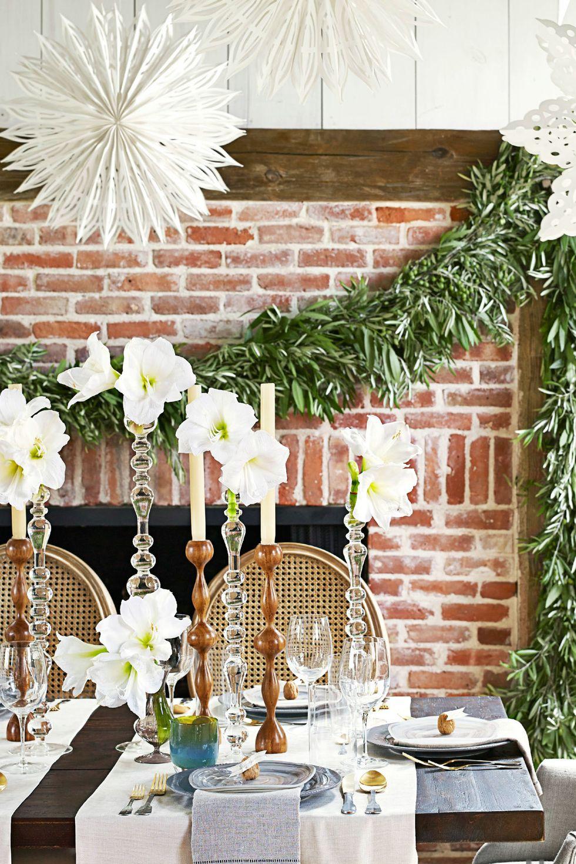 دکور دیوار آجری و میز سفید کریسمس 2020
