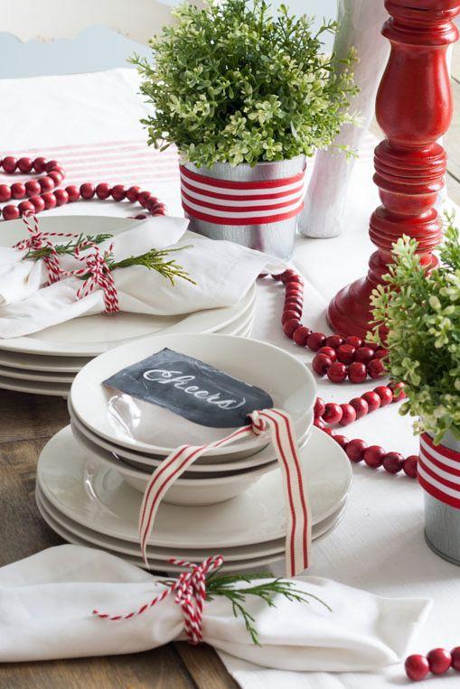 دکور قرمز میز کریسمس