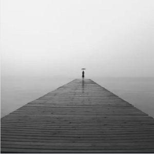 عکس پروفایل تنهایی دخترونه سیاه و سفید