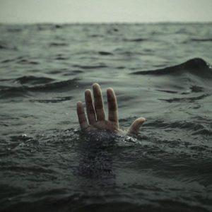 عکس پروفایل تنهایی پسرونه در دریا
