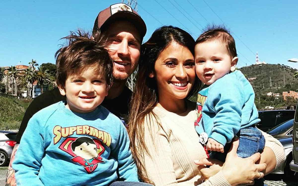 مسی به همراه خانواده اش و بچه هاش