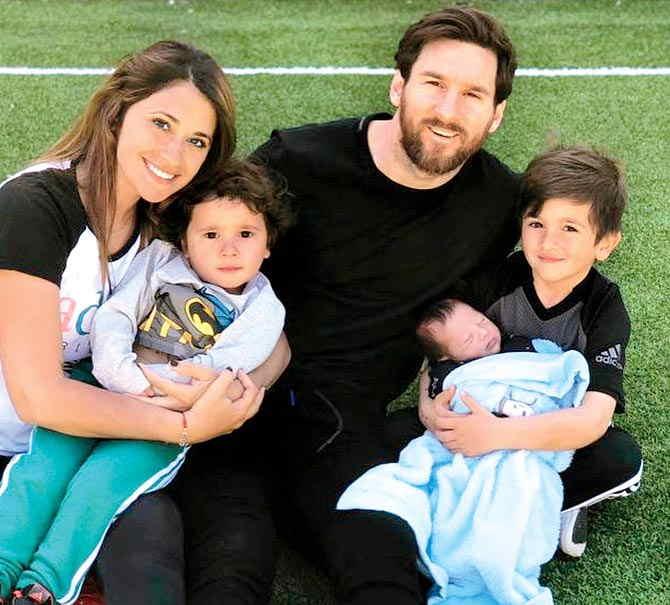 مسی به همراه همسر و فرزندانش