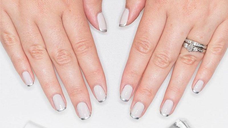 ناخن های کشیده سفید رنگ زیبا و جذاب