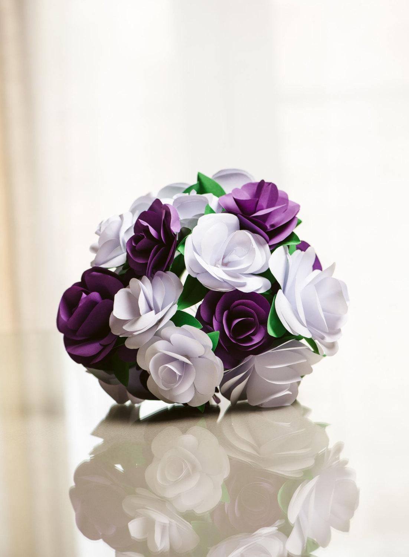 دسته گل دیدنی بنفش و سفید خاص مخصوص خانم های عروس 2020