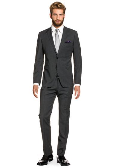 مدل کت و شلوار با پیراهن سفید و کراوات بنفش