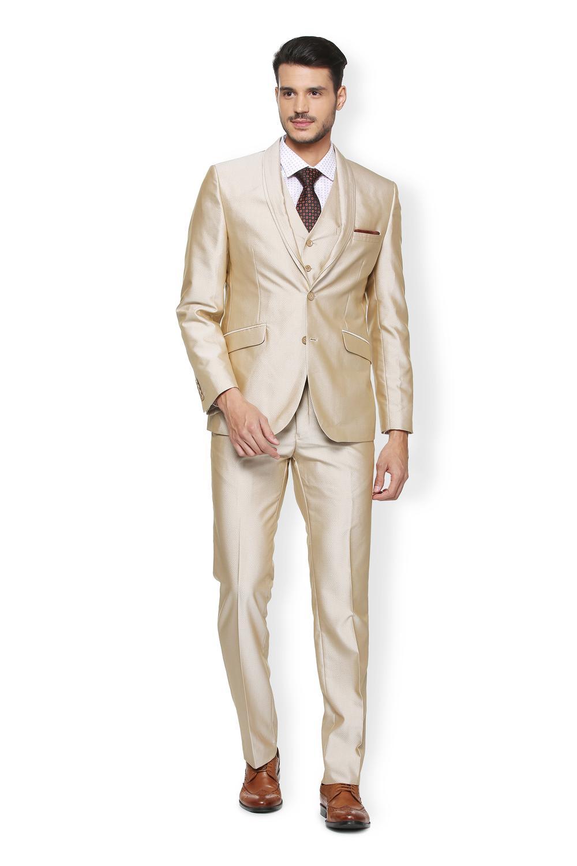 کت و شلوار براق شیری رنگ با کفش قهوه ای مردانه مناسب عید 99