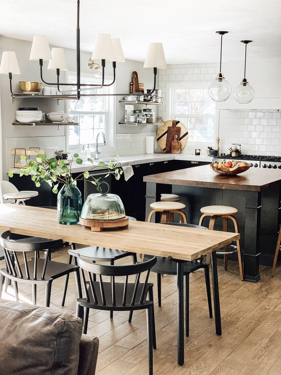 آشپزخانه چوبی قهوه ای مشکی با پس زمینه قهوه ای 2020