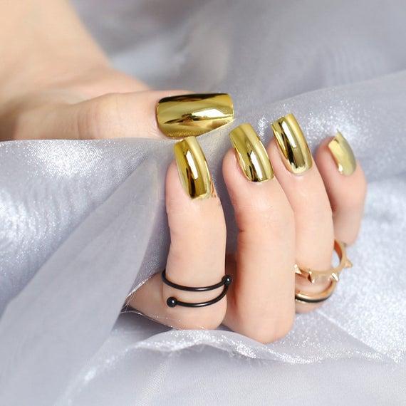 مدل زیبای لاک طلایی رنگ دیدین
