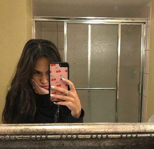 عکس جلوی آینه برای دختران